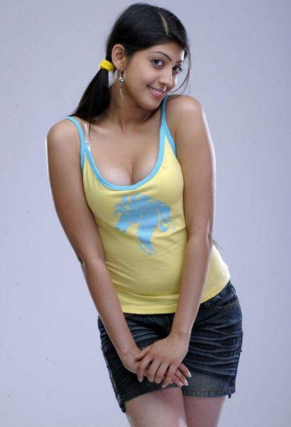 Actress Pranitha Hot in Black Saree Photo Gallery | Filmy365