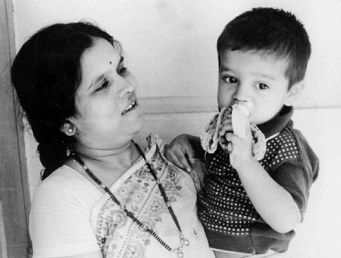 Rahul Dravid with his mother and eating a banana