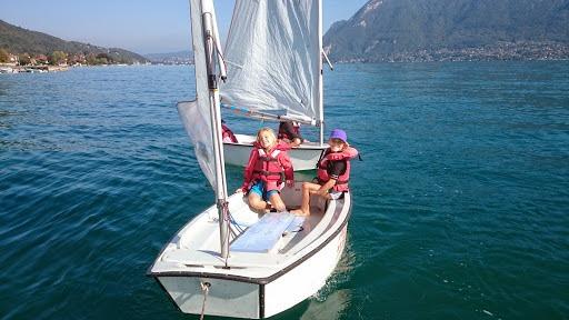 2 Enfants sur un bateau