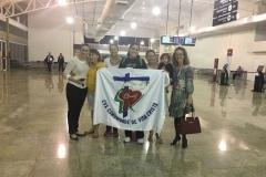 Paola no aeroporto bandeira