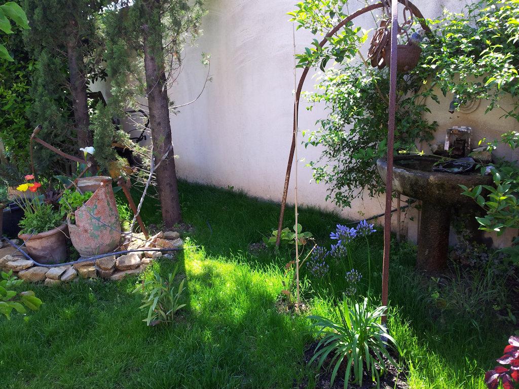 eau vive petite maison jardin
