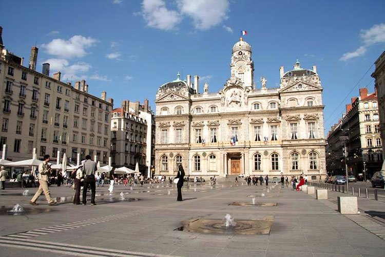 Hotels Gtes Et Chambres Dhtes Proximit De La Place