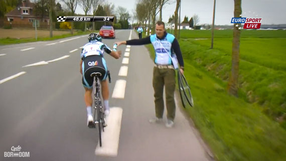 Cycleboredom | Screencap Recap: Paris-Roubaix - The Coolness