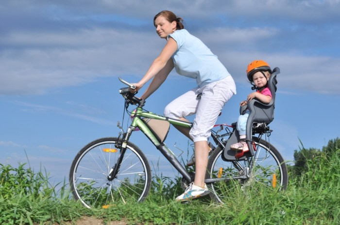 how to start cycling with a small child in a bike seat or trailer