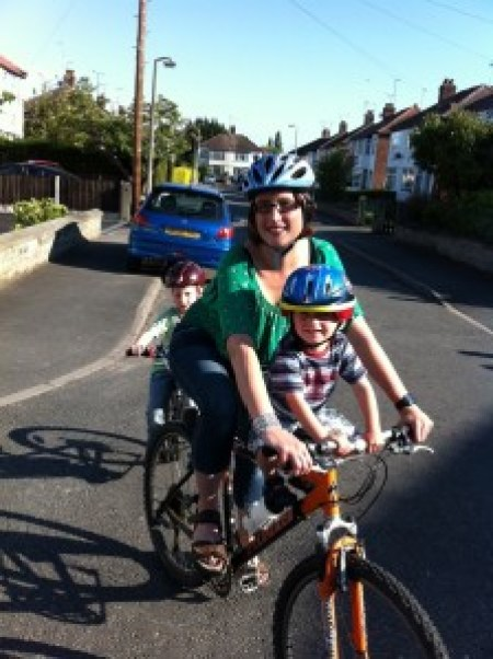 cycling 2 kids to school with tagalong and front seat