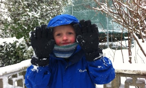 Kids Winter Cycling gloves in the snow