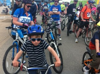 Using a tagalong to tow a child behind an adult bike at the Greater Manchester Cycle family ride