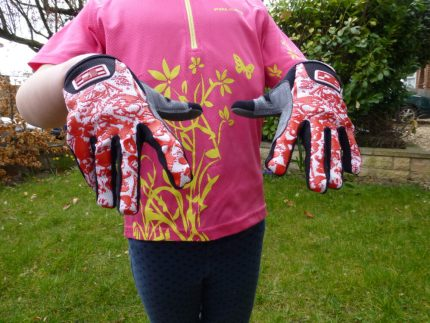 Long fingered kids cycling gloves - review of the Vortex BMX glove for children