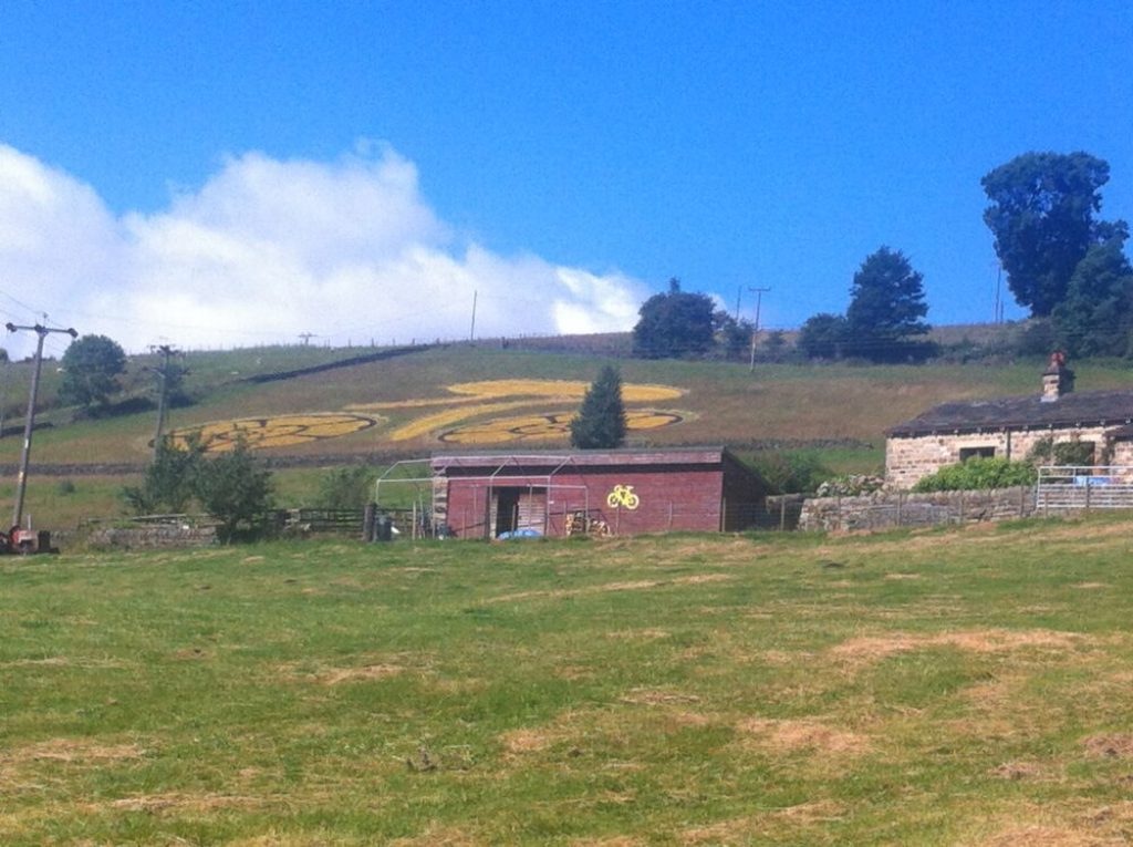 Tour de France Facts for Kids - farmers decorate their barns and fields