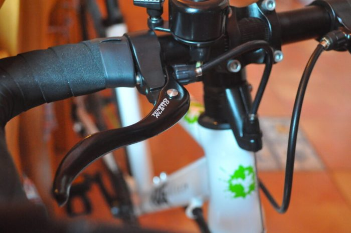 Frog Road 67 kids bike - brake levers on bar tops give reassurance