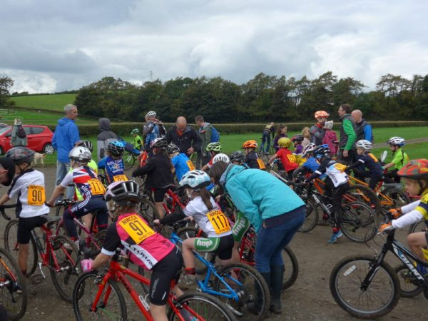 Start of the U8 cyclo-cross league race