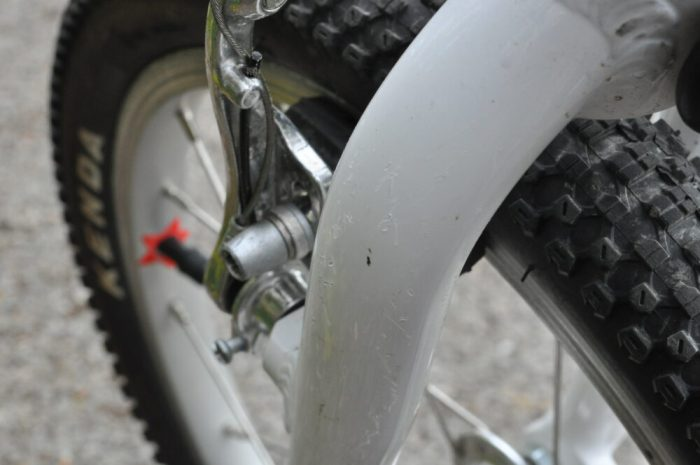 Woom 3 - front fork leg scratches