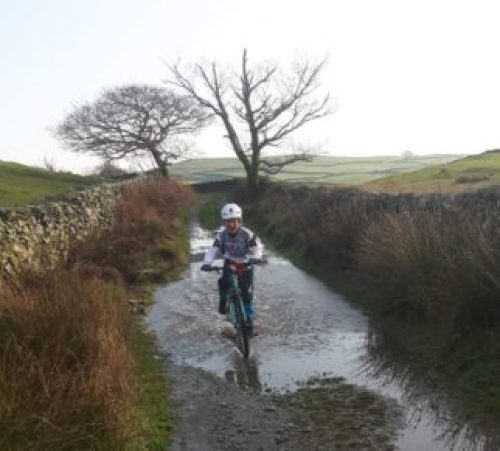 Islabikes Beinn 27 review - test ride in wet conditions