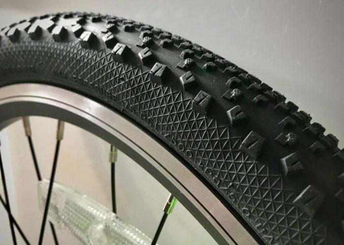 Giant ARX 20 kids bike showing grippy tyres