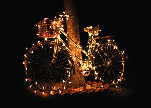 https://i2.wp.com/www.cycletheearth.com/wp-content/uploads/2011/12/Bicycle-Christmas-Lights.jpg