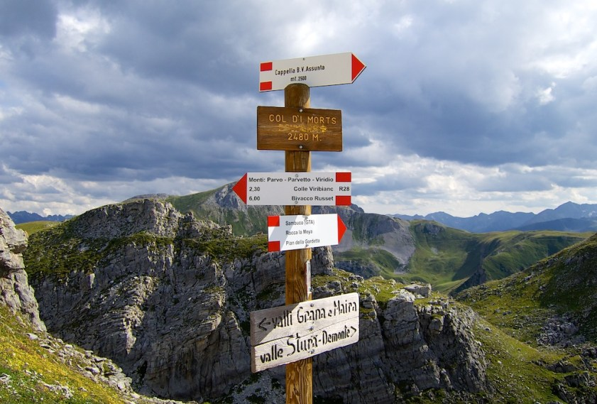 Colle Fauniera (Colle dei Morti) - 2481 metres.  Sign is name in local dialect.
