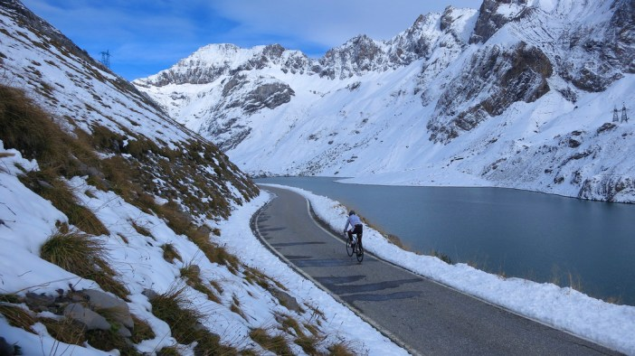 Col du Sanetsch - road closed  (woohoo)