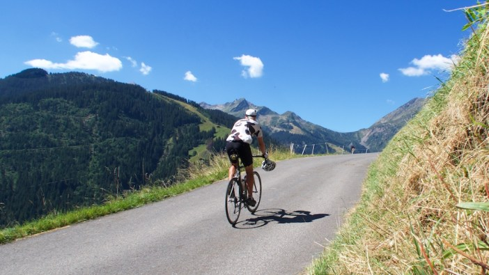 road to Col du Pré