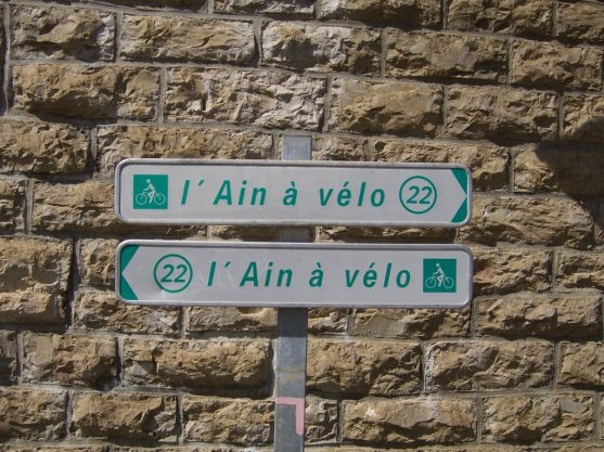 Confusing route signs