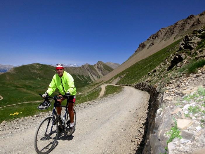 Unpaved road to Parpaillon