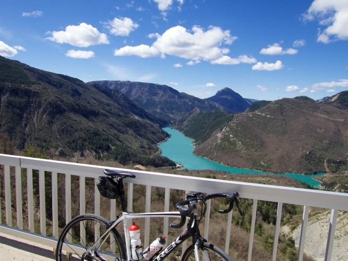 Lac de Chaudanne below