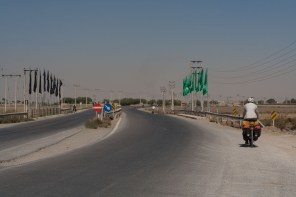 The Isfahan to Varzaneh road, wide and surpirsingly quiet