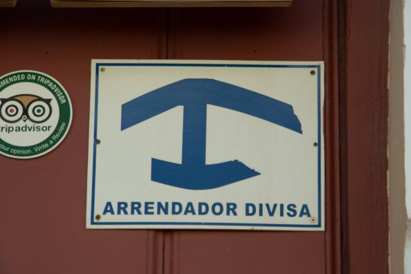 you recognize a casa particular by this sign