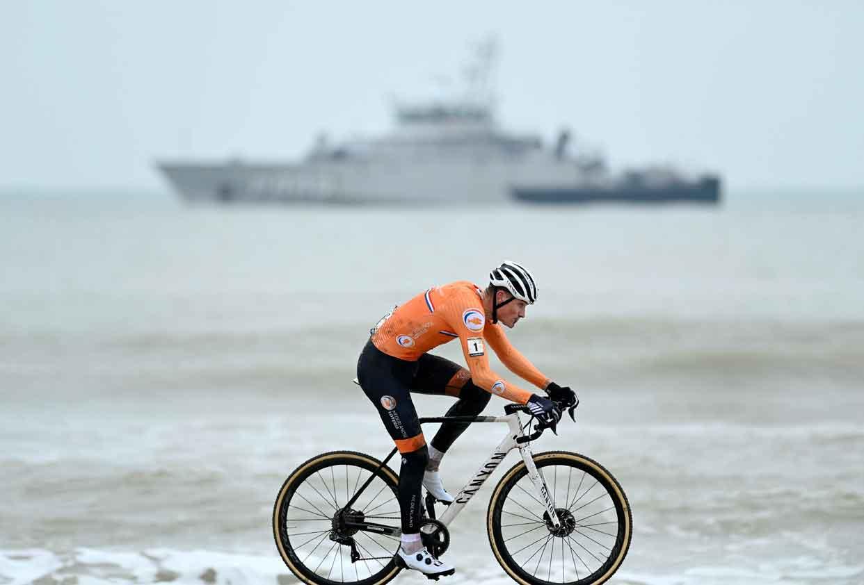 http www cyclingmagazine de 2021 01 31 cross wm mathieu van der poel holt vierten titel fem van empel siegt in u23
