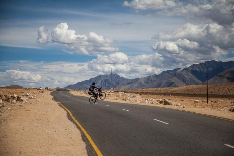 Cycling on the Leh-Srinagar highway