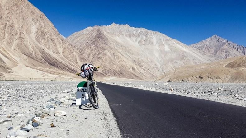 Cycling from Khardung to Hundar
