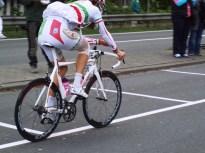 Filippo 'Pipo' Pozzato reed, als gevolg van een valpartij in de tweede etappe, gehavend naar Middelburg (foto: © Tim van Hengel/Cyclingstory.nl)
