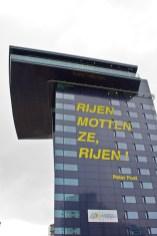 Eén van de wielercitaten die de gebouwen siert in Rotterdam. (foto: © 2010 Laurens Alblas)