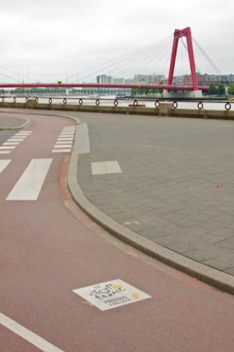 De Willemsbrug gezien vanaf de Boompjes. (foto: © 2010 Laurens Alblas)