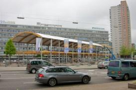 Het VIP-gebouw tegenover Zuidplein. (foto: © 2010 Laurens Alblas)