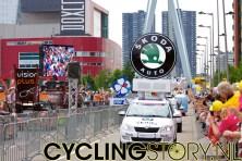 Natuurlijk is er de reclamekaravaan (foto: © Laurens Alblas/Cyclingstory.nl)