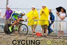 Koren van Liquigas. Het publiek heeft zich inmiddels aangepast aan de regenachtige omstandigheden (foto: © Laurens Alblas/Cyclingstory.nl)