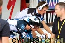 De gebroeders Schleck zijn inmiddels aan het warmrijden (foto: © Laurens Alblas/Cyclingstory.nl)
