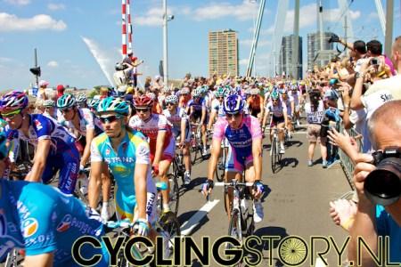 De renners rijden rustig voorbij (foto: © Laurens Alblas/Cyclingstory.nl)