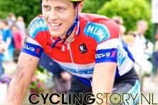 Een gehavende Niki Terpstra (foto: © Laurens Alblas/Cyclingstory.nl)