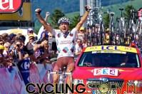 ...en juicht zoals winnaars dat doen. (foto: © Laurens Alblas/Cyclingstory.nl)
