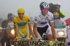 Na twee uurtjes wachten verschenen de leiders van het algemeen klassement (foto: © Laurens Alblas/Cyclingstory.nl)