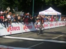 Alberto Losada lag laatste in koers. De verdwaalde Spanjaard zag het niet meer zitten en stapte even later dan ook af. (Foto: © Tim van Dijk/Cyclingstory.nl)