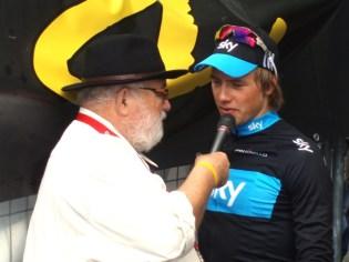 Kees Maas interviewde na afloop van de wedstrijd winnaar Boasson Hagen. (foto: © Tim van Hengel/Cyclingstory.nl)