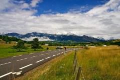 In de verte waren enkele mooie, besneeuwde bergtoppen zichtbaar. (© 2011 Laurens Alblas / Cyclingstory.nl)