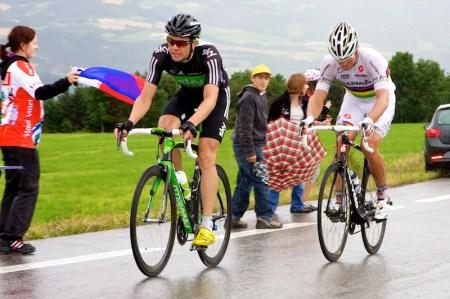 De enige twee Noren in koers besloten samen de achtervolging op Hesjedal in te zetten, en met succes. Wereldkampioen Thor Hushovd (rechts in beeld) wint de etappe en Edvald Boasson Hagen wordt tweede. (© 2011 Laurens Alblas / Cyclingstory.nl)