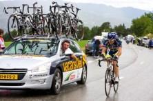 Vacansoleil-ploegleider Cornelisse moedigt Marcato aan. (© 2011 Laurens Alblas / Cyclingstory.nl)