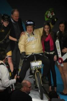 Joop Zijlaard won met zijn kleinzoon de Derny Kids-race. (foto: © Tim van Hengel/cyclingstory.nl)
