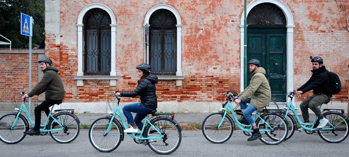 Un pomeriggio al Lido: bici, mare e spritz
