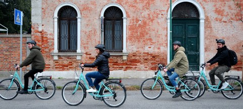 Afternoon at Lido Island: bike, sea and spritz