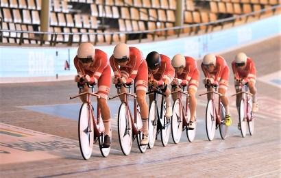 Flotte foto af det danske U19 banelandshold under træning